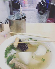 傾盆大雨被卡在路上的熱食特別好吃#美鳳有約喔#甜不辣板條#小地方小吃