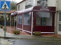 Capota con pies y toldos cortina enrollables en Cafe- bar Caminero ( Lalin).