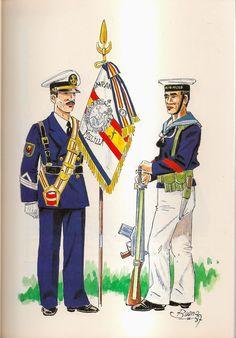 Compañia de Mar de Melilla. Suboficial porta-guoin y marinero en uniforme de galaen formación. 1980 Navy Uniforms, Military Uniforms, Italian Army, Uniform Dress, Army & Navy, Spain Travel, Flags, Traveling By Yourself, Spanish