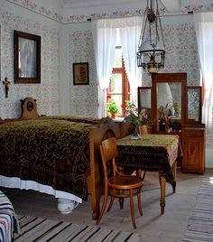 a traditional Hungarian country house Bedsit, English Decor, Bentwood Chairs, Country Life, Country Charm, Grey Bathrooms, Cottage Interiors, Historic Homes, Beautiful Interiors
