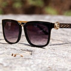 Stunning Versace Sunglasses.. http://www.visiondirect.com.au/designer-sunglasses/Versace/Versace-VE4262-GB1/11-199030.html?utm_source=pinterest&utm_medium=social&utm_campaign=PT post
