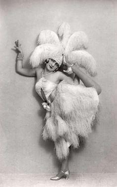 old school burlesque dancer www.thevioletvixen.com