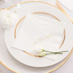 Przepiękne, białe serwetki ze złotym napisem Dziękujemy będą wspaniałym elementem uroczystego wystroju. Doskonale pasują do większości aranżacji, ale połączenie kolory białego ze złotym idealnie pasuje do kolekcji Only Love. #kolekcjaslubna #slub #wesele #dekoracjeweselne #dekoracjeslubne Napkins, Tableware, Wedding, Valentines Day Weddings, Dinnerware, Towels, Dinner Napkins, Tablewares, Weddings