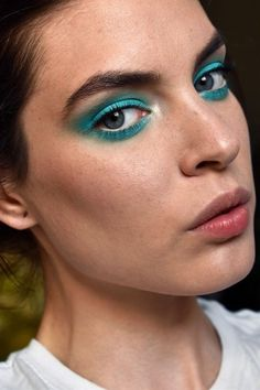 Colorful eyeshadow: Women are getting freer and can always bet on it loosely . - Summer Make-Up Makeup Inspo, Makeup Art, Makeup Eyeshadow, Makeup Inspiration, Beauty Makeup, Hair Makeup, Makeup Ideas, Teal Eyeshadow, Eyeshadow Palette
