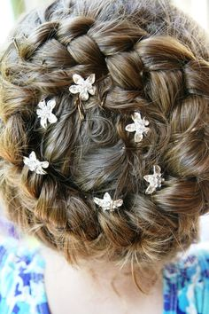 I can actually do this with my oldest hair. Would be great for wedding
