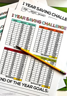 1 Year Saving Challenge with free printables. Help your kids get their savings organized and planned out. budgeting budget tips Savings Challenge, Money Saving Challenge, Money Saving Tips, Savings Plan, Saving Ideas, Managing Money, Money Tips, Planners, Planning School