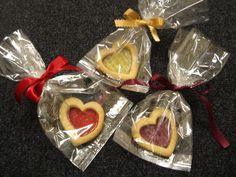 Souvenirs de bodas originales y comestibles - Galletas con centro de mermelada en forma de corazón #weddings #bodas