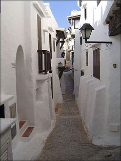Streets of Binibeca Vell on the Island of Menorca (Balears, Espanya) Beautiful Sites, Beautiful Places, Amazing Places, The Places Youll Go, Places To See, Ibiza Formentera, Places In Spain, Little Cottages, Balearic Islands