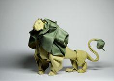 A través del antiguo arte japonés de plegarelpapel, el artista vietnamitaHoang Tien Quyet, disfrutacrear estasdelicadas y hermosas piezas inspiradas en la naturaleza. Usando una técnica especial en el origami llamada 'wet folding', Quyet humedececada pedazo de papel antes de doblarlo hábilmente, para darles suaves curvas en lugar del estilo más común que tiene un toque […]