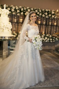 Casamento Clássico   Recidia e Juliano Wedding Dress Sleeves, Elegant Wedding Dress, Dream Wedding Dresses, Bridal Dresses, Wedding Gowns, Christian Bride, Muslimah Wedding Dress, Bride Tiara, White Bridal
