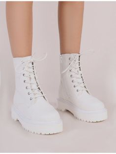 Cravin Lace Up Hiker Ankle Boots in White Source by fashionistashle shoes casual White Shoe Boots, White Lace Up Boots, Ankle Boots, Combat Boots, Dr Shoes, Hype Shoes, Shoes Sneakers, Flat Shoes, Sneakers Fashion