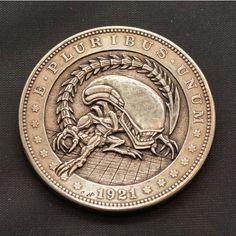 Amazing detail on this engraved nickel coin. Alien Movie Series, Aliens Movie, Fantastic Art, Awesome, Giger Art, Alien Tattoo, Hobo Nickel, Alien Vs Predator, Memento Mori