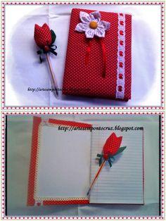 Caderno e caneta decorados com tecidos