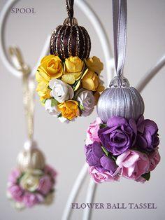 Inspiracion #zarcillos. DIY con flores de papel y cuentas forradas en cinta o cuentas de tela. Tambien DIY para bolas de #navidad.