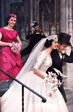 Bride s magazine 1958 24 fabulous and unique vintage wedding dresses to fit any taste Vintage Wedding Photos, Vintage Bridal, Vintage Weddings, Vintage Wedding Gowns, Dress Vintage, Wedding Pictures, Vintage Pictures, Best Wedding Dresses, Wedding Styles