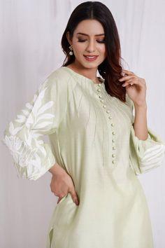 Raglon cut tunic – Zuri by Zainab Fawad Pakistani Fashion Casual, Pakistani Dresses Casual, Bollywood Fashion, Indian Fashion, Pakistani Lehenga, Anarkali Lehenga, Neck Designs For Suits, Dress Neck Designs, Kurta Designs