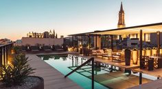 en drink på takbaren på Hotel Sant Francesc i Palma