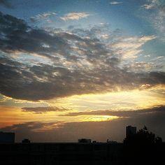 Licht. Achter de wolken schijnt altijd de zon... Zie ook: http://elsekramer.nl/2015-synchroonkijken #licht #synchroonkijken