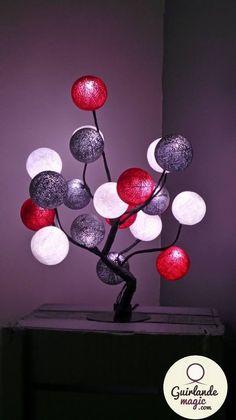 arbre lumineux crée  partir de planche d aggloméré et d une