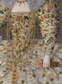 detail of painting by Richard Peake, c. Portrait of Catherine Carey, Countess of Nottingham. Gown with crewel style embroidery. Note the very long gold and crystal necklace and what appears to be a pair of pink leather gloves. Rosa Tudor, Maria Tudor, Historical Costume, Historical Clothing, Marie Meyer, Motifs Textiles, Tudor Era, Tudor Style, Tudor Black Bay