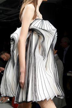 Christopher Kane - London Fashion Week - Otoño Invierno 2014 2015 - Fashion  Runway Christopher a3bc2d66157