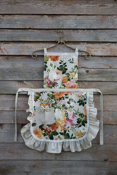 Green Floral Ladies' Apron, Floral Women's apron, Festive Print on Linen Background with Ruffles & Laces, Mom Gift, Gift for Her Apron Designs, Cute Aprons, Sewing Aprons, Kids Apron, Aprons Vintage, Decorative Cushions, Diy Clothes, Gifts For Mom, Sewing Projects