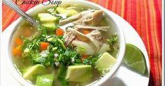 Esta es una de las sopas más deliciosas de la cocina mexicana. El caldo de pollo con sus verduras como la zanahoria, papa y chayote, aromatizado con cilantro.
