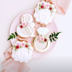 Just look (and drool) at the dreamy way the photographer captured my cookies at our son's wedding a month ago! @thebluebonnetbakeshoppe