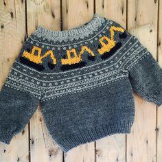 Ravelry: Gravemaskingenser (NORSK) by Katrine Opgård og Linn Anita Dahle Baby Boy Knitting Patterns, Jumper Knitting Pattern, Baby Sweater Patterns, Fair Isle Knitting Patterns, Knit Baby Sweaters, Knitting For Kids, Knitting Socks, Knitting Designs, Baby Knitting