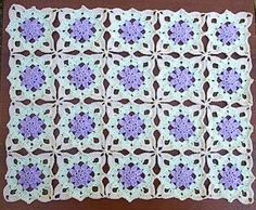 Lacy Flower Runner - I think I'll be making this soon - maybe with a beautiful yellow flower in the centre!