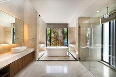 Diseño de cuarto de baño con mármol