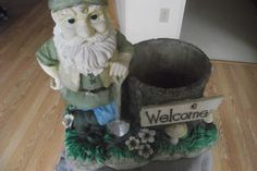 """Vintage Large Outdoor Gnome Planter 15"""" x 15"""" Welcome Sign Tree Stump Nature Bug"""