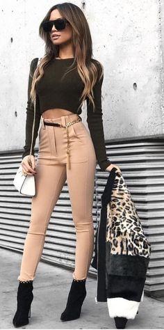 #winter #fashion //  Black Cropped Top // Nude Skinny Leggings // Black Ankle Boots // White Shoulder Bag
