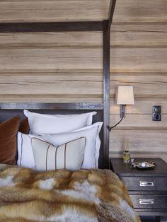 Mountain lodge in Norway by Krista Hartmann Interior Rustic Furniture Decor, Bedroom Interior, Bedroom Design, Guest Bedrooms, Interior, Interior Architect, Home Decor, House Interior, Mountain Interiors