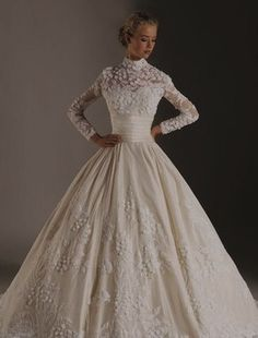 This gown with sleeve is so elegant. I want a wedding dress with a timeless feel