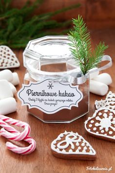 DIY Hot Gingerbread Cocoa in a Jar with Free Printable Label - Perfect Christmas Gift.