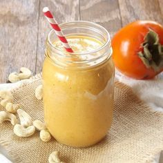 This persimmon smoothie is has the sweet tangy flavor of ripe persimmon complimented by creamy blended raw cashews and bananas. Raw Vegan Smoothie, Juice Smoothie, Smoothie Drinks, Smoothie Recipes, Nutribullet Recipes, Diet Drinks, Yummy Smoothies, Yummy Drinks, Delicious Vegan Recipes