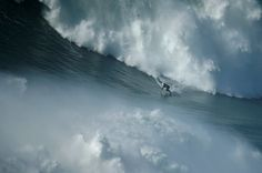 Entre olas... | Surfer: Garrett McNamara #nazare #portugal #surfing #surfer #oceano #ocean #wave #ola #garrettmcnamara // Fot.: R. Marchante