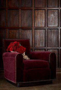 Tout de velours vêtu, ce fauteuil adopte la couleur bordeaux avec style !