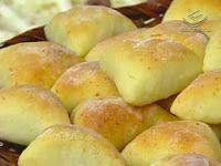 Gostosuras Sem Glúten: Esfihas de Batata sem glúten 6 batatas médias cozidas passadas no espremedor - 3 tabletes de fermento de pão - 3 colheres (sopa) de açúcar - 2 colheres (chá) de CMC - 1 colher (sopa) rasa de sal - 2 ovos - 2 colheres (sopa) de margarina - 1/2 xícara (chá) de leite com suco de 1/2 limão - Farinha sem glúten* até dar o ponto.