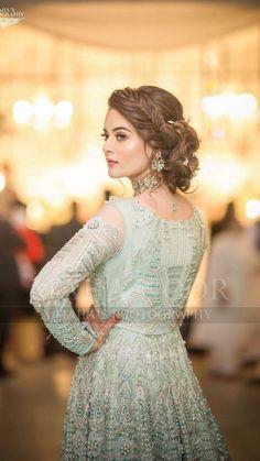 Minal Khan at 's wedding! Bridal Mehndi Dresses, Pakistani Bridal Makeup, Walima Dress, Shadi Dresses, Pakistani Wedding Outfits, Pakistani Dresses Casual, Bridal Dress Design, Pakistani Dress Design, Bridal Outfits