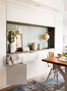19_Mueble de comedor, aparador con cajones y armarios de almacenaje, alfombra…