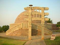 Monumentos budistas em Sanchi, India