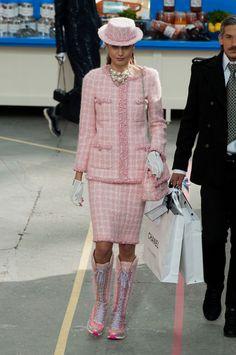 chanel 2014 suit editorial | Le Tailleur Chanel Automne-Hiver 2014-2015