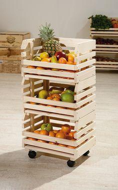 Suporte de frutas e verduras com caixotes de feira