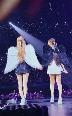 Black Pink Songs, Black Pink Kpop, South Korean Girls, Korean Girl Groups, Manga K, Blackpink Outfits, Blackpink Wallpaper, Foto Rose, Blackpink Poster