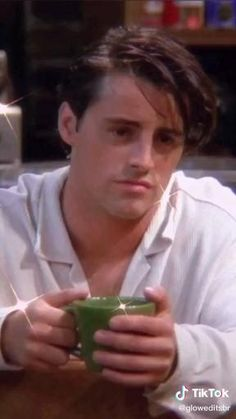 Friends Tv Show, Friends Best Moments, Chandler Friends, Serie Friends, Friends Scenes, Friends Cast, Friends Gif, Just Friends, Matt Leblanc