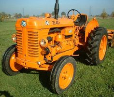 An OM tractor that was made in Italy up until 1975 when it was absorbed into the Fiat group. Antique Tractors, Old Tractors, New Tractor, Fiat Cars, Classic Tractor, Heavy Equipment, Techno, Vintage Items, Trucks