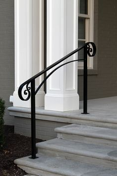 Ideas for front door porch steps stairs Front Porch Railings, Front Stairs, Front Door Porch, Front Door Entrance, House Entrance, Front Doors, Aluminum Porch Railing, Garage Doors, Porch Handrails