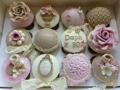 Vintage Cupcakes Fancy Cupcakes, Pretty Cupcakes, Beautiful Cupcakes, Sweet Cupcakes, Flower Cupcakes, Fondant Cupcakes, Wedding Cupcakes, Cupcake Cookies, Vintage Cupcake